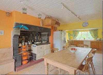 this our reall kitchen this only a bit of it it is like this coz the angle i took it at